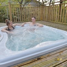 Enjoy a self-catered stay with a hottub at Glencoe RiverBeds